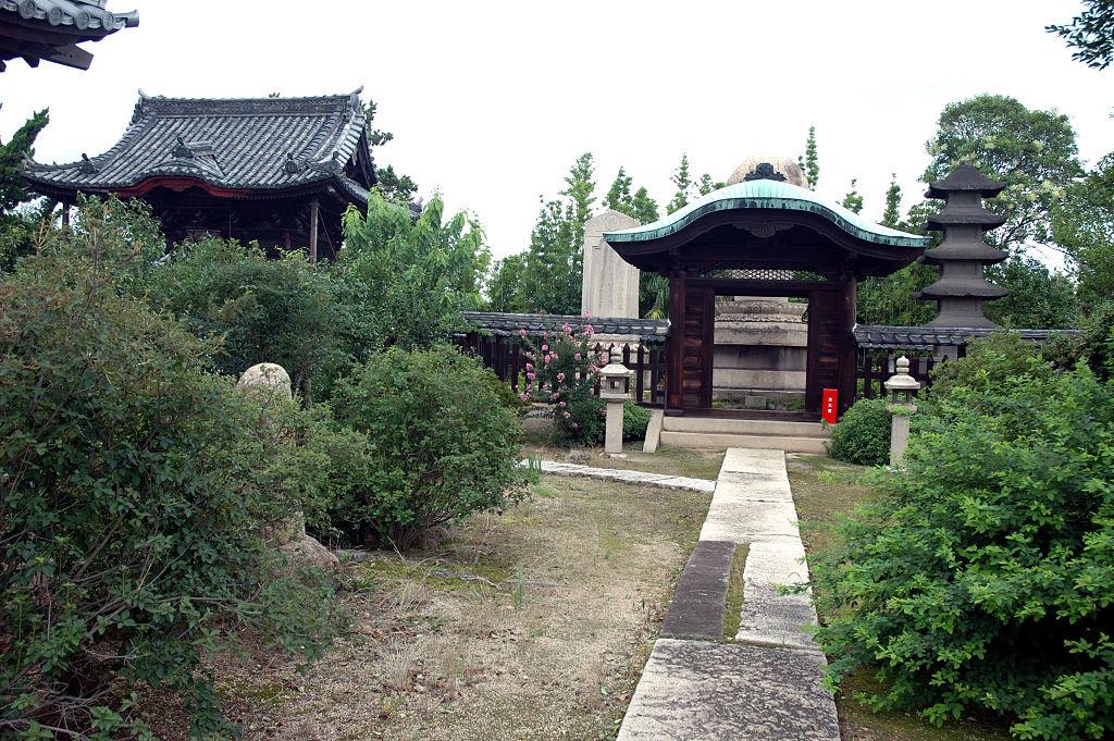 清泰院・池田忠継廟