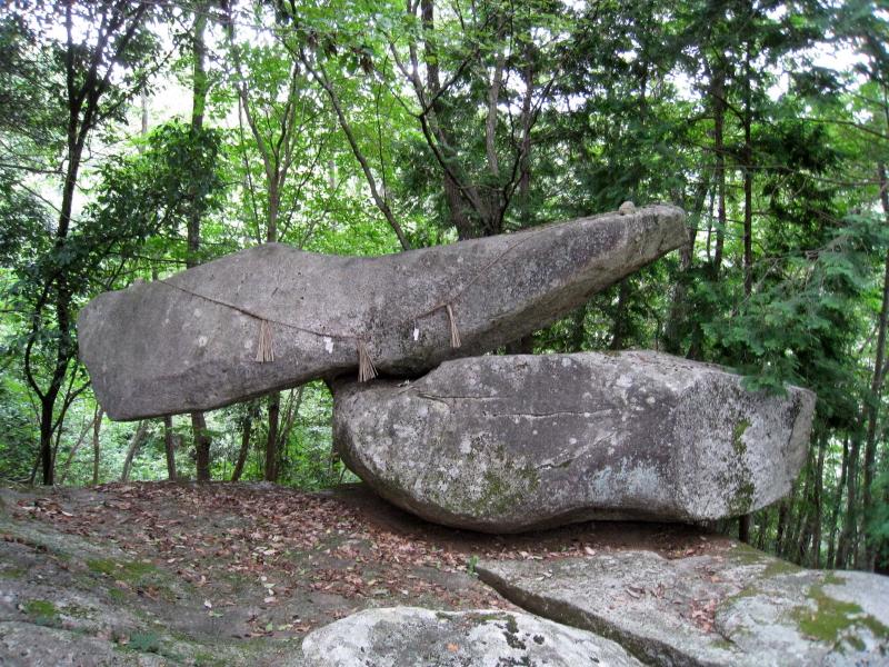岩神神社(ゆるぎ岩)